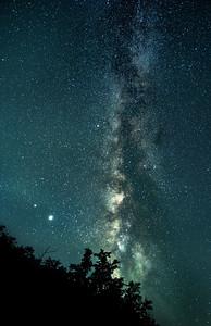 Made from 7 light frames by Starry Landscape Stacker 1.8.0.  Algorithm: Min Horizon Noise