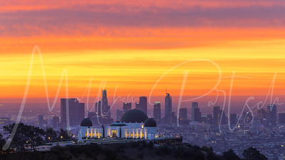 Griffith Observatory at sunrise.  12/23/17.  Met @tdangphoto and we split ways...I ran up the hill, he ran down.  Can't wait to see other perspectives of this color.  @salomon_pena walked by as well!