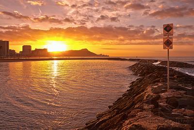 MAGIC ISLAND SUNRISE - Honolulu, Hawai'i, USA