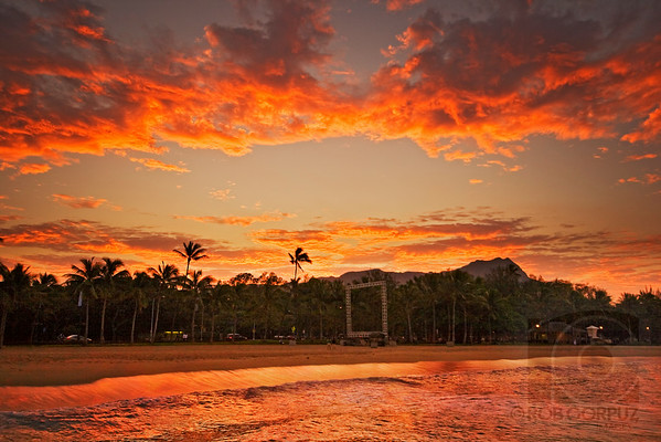 SUNRISE AT WAIKIKI - Honolulu, Hawai'i, USA