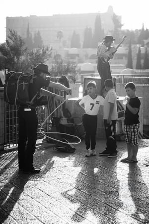 STREET PERFORMERS AND KIDS - Jerusalem, Israel