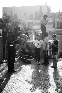 STREET PERFORMERS AND KIDS - Jerusalem, Israel