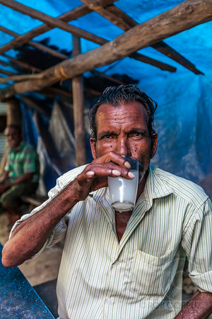 MAN DRINKING - On the way to Allepey, India