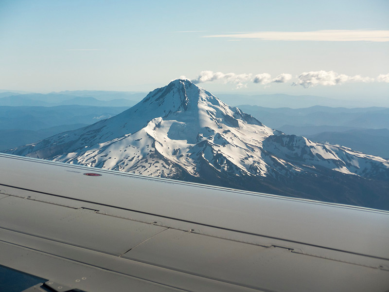 OUR APPROACH TO PORTLAND TOOK US QUITE CLOSE TO MT HOOD, OREGON'S HIGHEST PEEK.