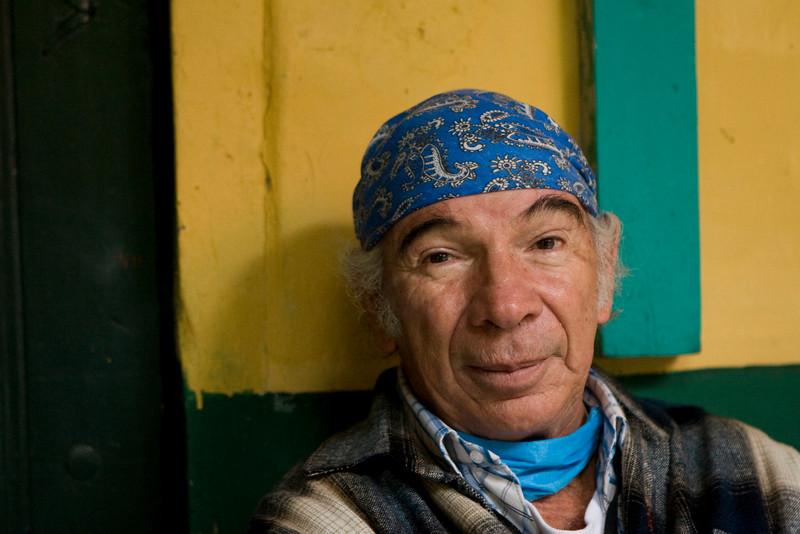 """En venant faire son """"service social"""", d'une année, que l'on effectuait au Mexique après ces études, Sergio ne savait pas encore qu'il resterait au Chiapas plus de quarante. Métis, de père mexicain et de mère espagnole il fut touché par les modes de vie et de penser des indiens du Chiapas et décida de rester dans cette région."""