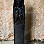 Ces statuettes de Cinacantan, village proche de San Cristobal et représentant des Saints catholiques, devaient être brûlées lorsque certains indiens  se convertir à l'une des nombreuses sectes et religions qui s'imposèrent dans les communautés. Sergio ancien jésuite, les sauva du feu pour les installer dans son musée et ainsi conserver des traces non seulement de l'histoire religieuse du Chiapas mais aussi de l'art indien.