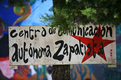 centre de communication autonome zapatiste / centro de comunicación autónoma zapatista / center autonomous communication zapatist  / unabhängiges Kommunikationszentrum zapatiste