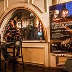 """LANDRY BIABA DU CAMEROUN : Landry Mbiaba, un génie du son<br /> Ce qu'il voit, ce qu'il sent, ce qu'il touche devient du son, du rythme, de la mélodie, de la musique. Ce qu'il aime, ce qu'il  respire, ce qu'il vit devient du partage, de la rencontre, de l'amour. """"Je me sens moi lorsque je joue."""" La musique transcende les frontières. Par les arts  de la scène, la musique, le chant, le conte, le théâtre, Landry Mbiaba se rapproche de ses racines bamiléké mais en cultivant toujours les métissages et le dialogue des cultures, la fusion, en balayant tous les clichés que l'on peut avoir sur l'Afrique. A Douala, il avait décidé de faire de la musique sa profession. A Strasbourg, il s'est mieux armé pour affronter le  monde du spectacle mais il retient surtout une chose: """"Ici, j'ai fait beaucoup de belles rencontres."""""""