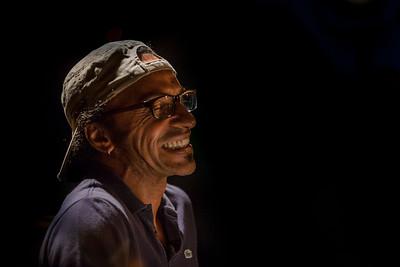 Musicien exceptionnel mais également compositeur de talent, Manu Katché est un batteur singulier et polyvalent. Sa créativité et son élégance mélodique l'ont amené à accompagner les plus grands noms du jazz et de la pop internationale.  C'est ainsi qu'on le retrouve aussi bien aux côtés de Michel Petrucciani et Jan Garbarek que de Peter Gabriel, Dire Straits, Michel Jonasz, Stephan Eicher ou Youssou N'Dour.  Sa rythmique sans égale s'imprègne de ces expériences variées et s'enrichit au gré des nouvelles rencontres. Un saxophone, un orgue, une trompette, une batterie et des machines, c'est un quartet franco-italo-norvégien des plus insolites que Manu Katché nous proposera à La Petite Pierre.  Il se retrouve encadré par un saxophoniste et un trompettiste apparemment diamétralement opposés : le mélodiste norvégien Tore  Brunborg et l'un des trompettistes les plus en vue de la scène transalpine actuelle, Luca Aquino. Ne cherchant jamais à tirer la couverture à lui, chaque protagoniste de cette embardée unique vise l'osmose.  Adossé contre les pans rythmiques déposés par Katché, le lyrisme de Brunborg se fond dans les couches superposées par Aquino. Et ce qui pouvait paraître incongru devient une symphonie harmonique et climatique évidente et foisonnante d'idées.  Tore Brunborg : saxophone Jim Watson : orgue Hammond B3 Luca Aquino : trompette Manu Katché : batterie