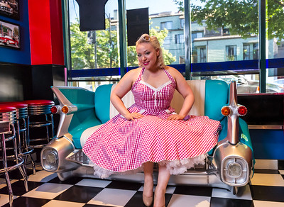 PInup model in chevy