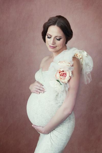 Maternity Portraits by Sacramento Photographer Mayumi Acosta