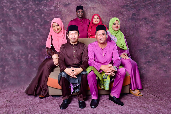 FAMILY RAYA PHOTOSHOOT