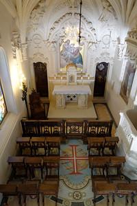 La chapelle extérieure vue du balcon.
