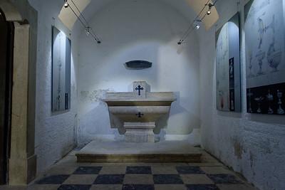 Crypte de la chapelle - Exposition de dessins des architectes.