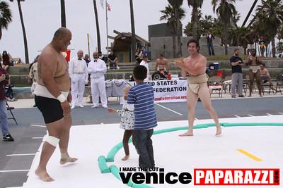 06 13 09  SUMO WRESTLING ON VENICE BEACH  United States sumo wrestlers U S  Championships   www ussumofederation org  www sumodan com   www sumoshimpo com   www usasumo com (20)