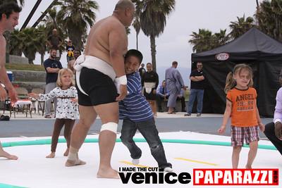 06 13 09  SUMO WRESTLING ON VENICE BEACH  United States sumo wrestlers U S  Championships   www ussumofederation org  www sumodan com   www sumoshimpo com   www usasumo com (12)