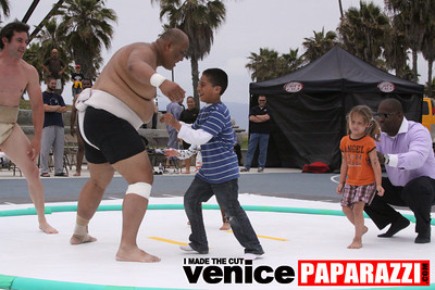 06 13 09  SUMO WRESTLING ON VENICE BEACH  United States sumo wrestlers U S  Championships   www ussumofederation org  www sumodan com   www sumoshimpo com   www usasumo com (11)