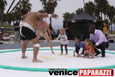 06 13 09  SUMO WRESTLING ON VENICE BEACH  United States sumo wrestlers U S  Championships   www ussumofederation org  www sumodan com   www sumoshimpo com   www usasumo com (9)