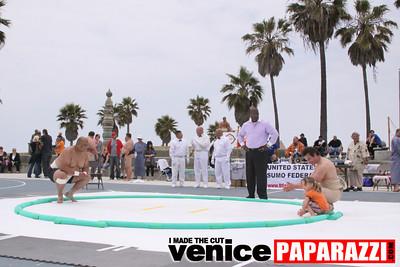 06 13 09  SUMO WRESTLING ON VENICE BEACH  United States sumo wrestlers U S  Championships   www ussumofederation org  www sumodan com   www sumoshimpo com   www usasumo com (6)