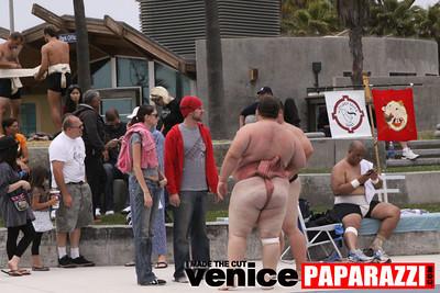 06 13 09  SUMO WRESTLING ON VENICE BEACH  United States sumo wrestlers U S  Championships   www ussumofederation org  www sumodan com   www sumoshimpo com   www usasumo com (2)