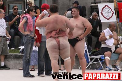06 13 09  SUMO WRESTLING ON VENICE BEACH  United States sumo wrestlers U S  Championships   www ussumofederation org  www sumodan com   www sumoshimpo com   www usasumo com (4)
