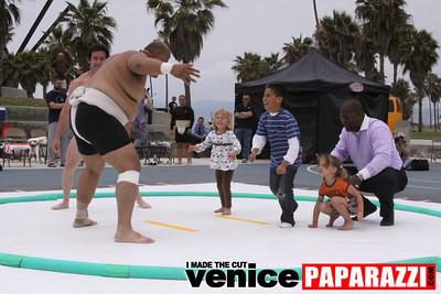 06 13 09  SUMO WRESTLING ON VENICE BEACH  United States sumo wrestlers U S  Championships   www ussumofederation org  www sumodan com   www sumoshimpo com   www usasumo com (10)