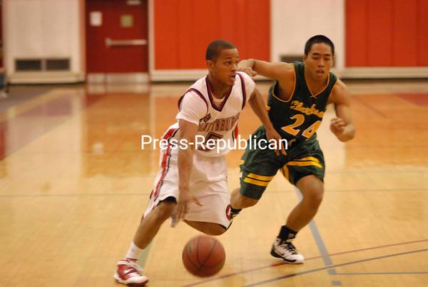 Tuesday, November 23, 2010. Plattsburgh State vs. Clarkson University in Plattsburgh.  PSU won 75-70.<br><br>(P-R Photo/Andrew Wyatt)