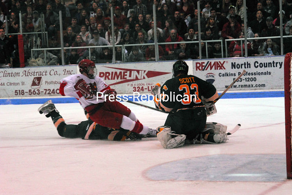 Saturday, March 1, 2008. Plattsburgh State vs. Oswego at the Plattsburgh State Field House.  Plattsburgh won 4-3.<br><br>(P-R Photo/Rachel Moore)