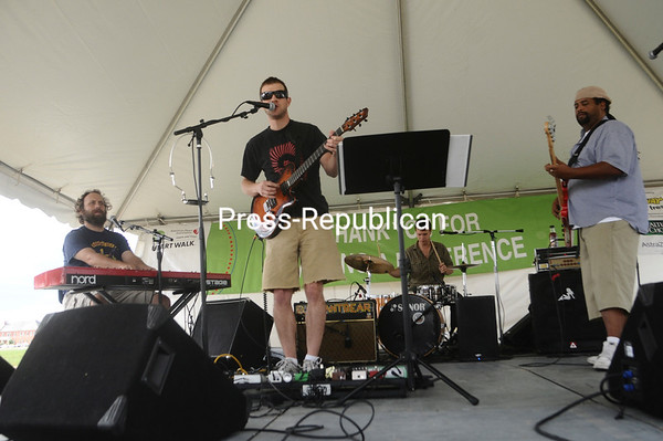 Saturday, September 25, 2010. About 1,500 walkers turned out for the annual American Heart Association benefit that raises money and community awareness related to heart disease and stroke.<br><br>(P-R Photo/Andrew Wyatt)