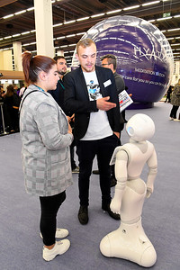 Geting to know Nox the robot in the Discovery Zone