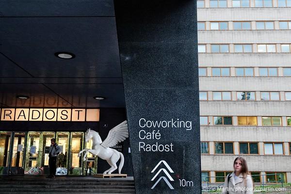 PRAGUE. Radost, un bâtiment moderniste de 1934 ( aujourd'hui nouveau QG des start-up ) où sont organisées des projections de films par le café cinema Střecha Radost situé sur toit-solarium.