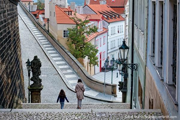 PRAGUE. Ruelle menant aux chateau. Quartier de Mala Strana
