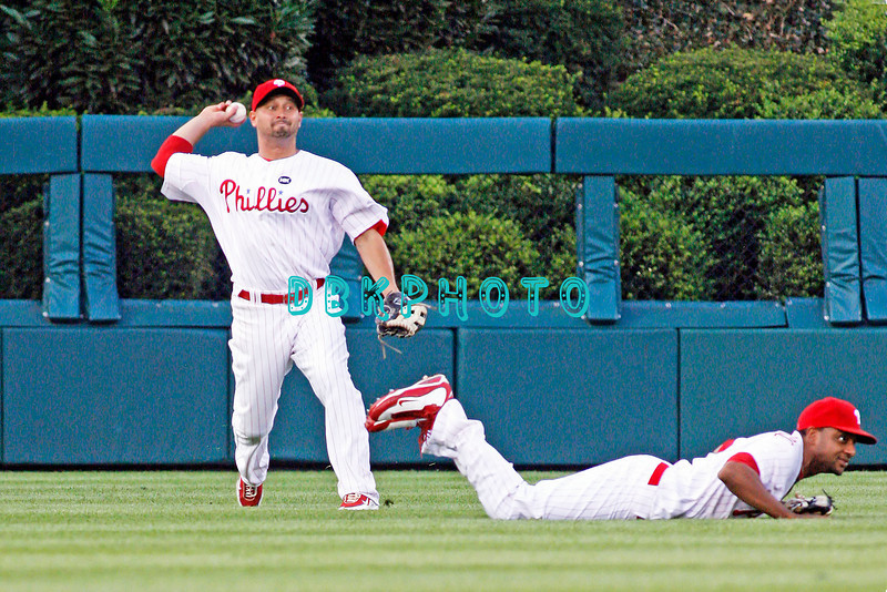 August 20, 2009: Phillie's CF Shane Victorino (8) fires to second base after LF Ben Francisco (10) missed making a diving catch during the game between the Arizona Diamondbacks and the Philadelphia Phillies at Citzens Bank Park in Philadelphia, PA. The Phillies defeated the Diamondbacks 12-3. Donald B. Kravitz