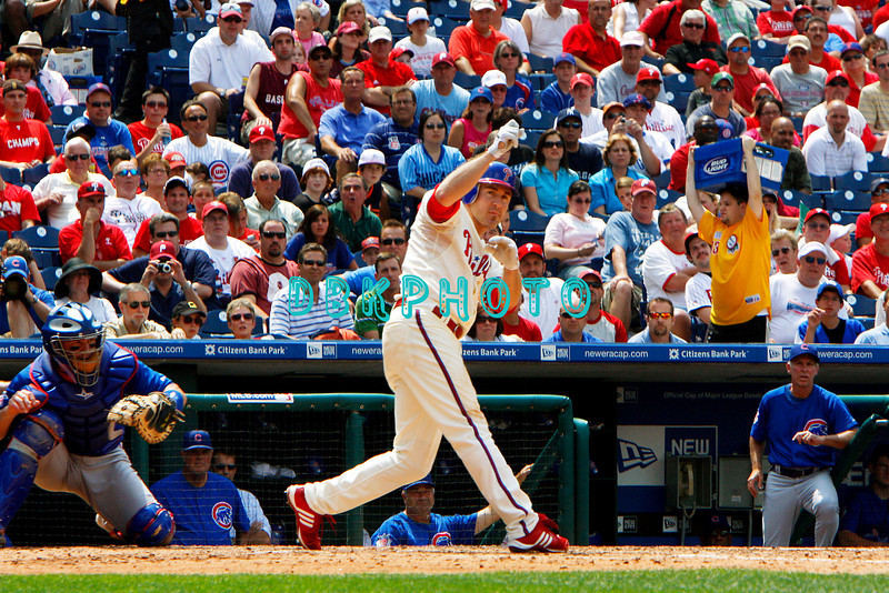 July 22, 2009: Phillies 2nd baseman Chase Utley (26) watches a fly ball to the outfield during the game between the Chicago Cubs and the Philadelphia Phillies at Citzens Bank Park in Philadelphia, PA. The Cubs ended the Phillies 10 game winning streak by defeating them 10-5. Donald B. Kravitz/CSM