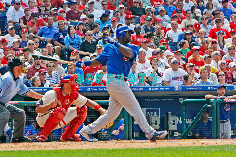 July 22, 2009: Cubs rightfielder Milton Bradley (21) hits a long fly ball during the game between the Chicago Cubs and the Philadelphia Phillies at Citzens Bank Park in Philadelphia, PA. The Cubs ended the Phillies 10 game winning streak by defeating them 10-5. Donald B. Kravitz/CSM