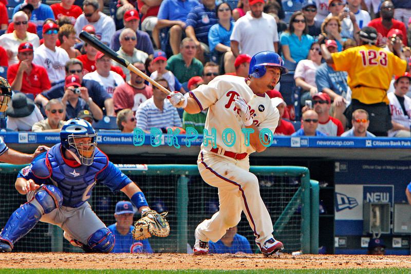 July 22, 2009: Phillies centerfirlder Shane Victorino (8) slaps a line drive to right field during the game between the Chicago Cubs and the Philadelphia Phillies at Citzens Bank Park in Philadelphia, PA. The Cubs ended the Phillies 10 game winning streak by defeating them 10-5. Donald B. Kravitz/CSM