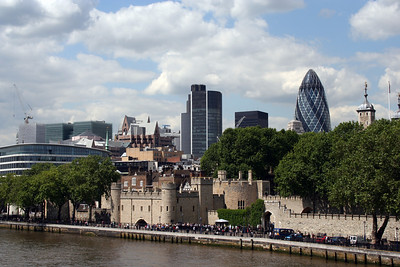 The Tower of London with funky new buildings in the background.  Quite a contrast!