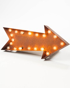 LT036 Lighted Distressed Metal Arrow