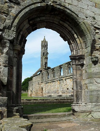 St Andrews Cathedral by Linda Harris - Score: 10
