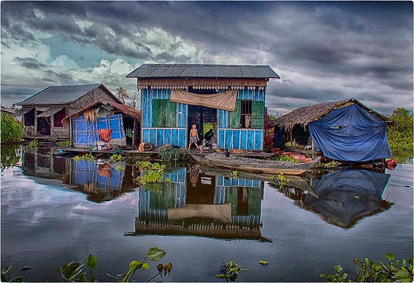 4. Floating Village