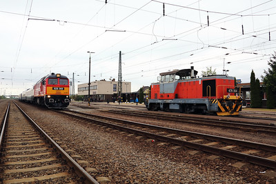 478 304 (98 55 0478 304-6 H-START) at Nyekladhaza on 29th April 2017 working PTG Railtour (6)
