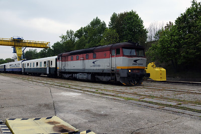 751 084 (92 56 1751 084-5 SK-ZSSKC) at Sturovo Docks on 27th April 2017 working PTG Railtour (13)