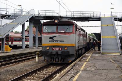751 084 (92 56 1751 084-5 SK-ZSSKC) at Sturovo on 27th April 2017 working PTG Railtour (2)