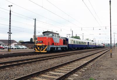 478 304 (98 55 0478 304-6 H-START) at Nyekladhaza on 29th April 2017 working PTG Railtour (14)