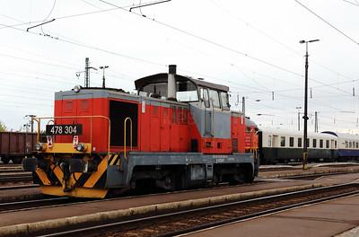 478 304 (98 55 0478 304-6 H-START) at Nyekladhaza on 29th April 2017 working PTG Railtour (2)