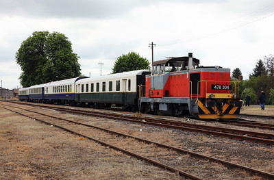 478 304 (98 55 0478 304-6 H-START) at Mezocsat on 29th April 2017 working PTG Railtour (53)