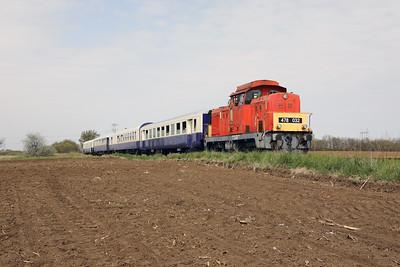 478 032 (98 55 0478 032-3 H-START) between Nagykallo and Kallosemjen on 1st May 2017 working PTG Railtour (9)