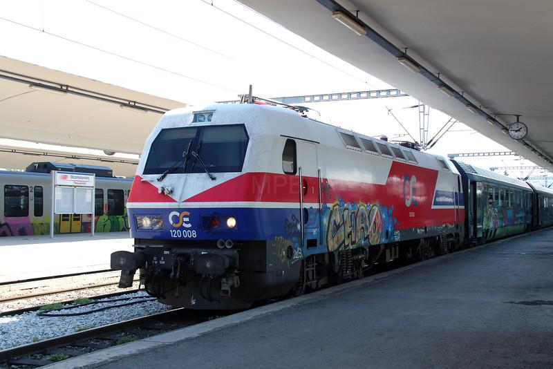 120 008 at Thessaloniki on 19th September 2014 (2)