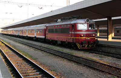 44 081 at Sofia Central on 3rd October 2011