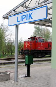 6) 2041 104 (98 78 2041 104-7) at Lipik on 6th April 2014 working railtour